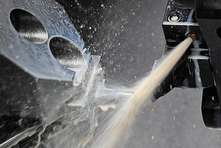 L'adoption du nouveau lubrifiant soluble Vasco 5000 a été un facteur essentiel pour Seep et l'usinage de ses nouvelles prothèses en acier chrome cobalt.
