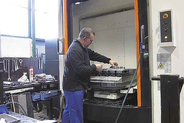 M.Gillet travaille dans l'atelier, ce qui lui permet de suivre et d'améliorer sans cesse ses process. ici sur son i630V