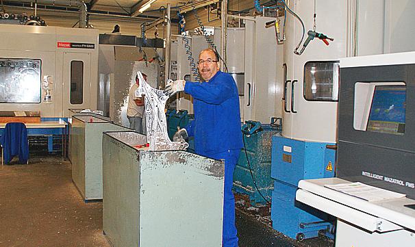Point essentiel de l'optimisation des conditions d'usinage, une campagne de sensibilisation des opérateurs a été menée en parallèle avec la campagne d'essais des lubrifiants solubles.