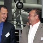 Marc Blaser et le représentant de Sagem-Safran