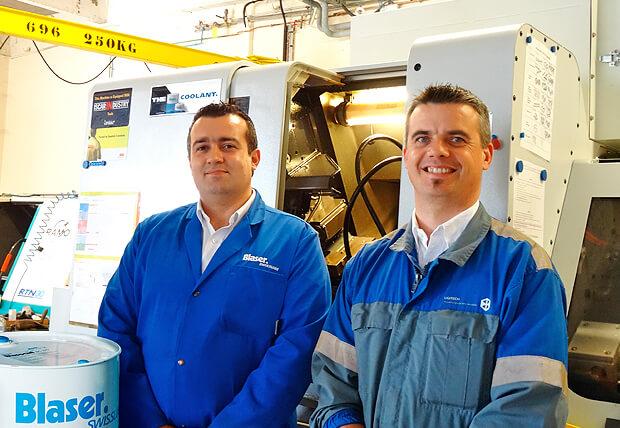 Au centre de recherches, dans le laboratoire de la section Usinabilité: F. Lamirand, responsable technique et C. Hepp de Blaser Swisslube.