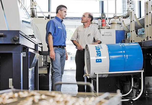 Le remplissage au maximum du bac apporte une meilleure résistance au lubrifiant. Il est effectué lors d'un arrêt machine